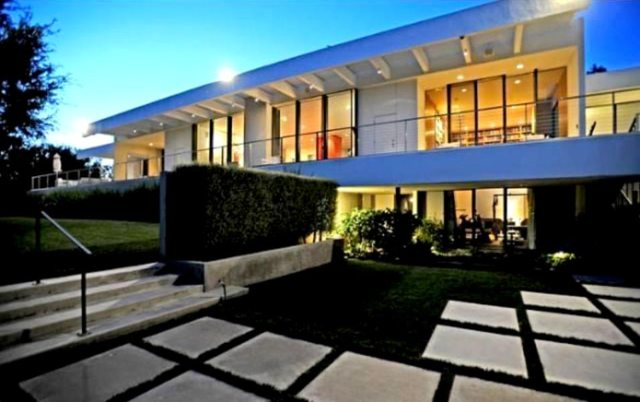 Aniston's Bell Air Estate