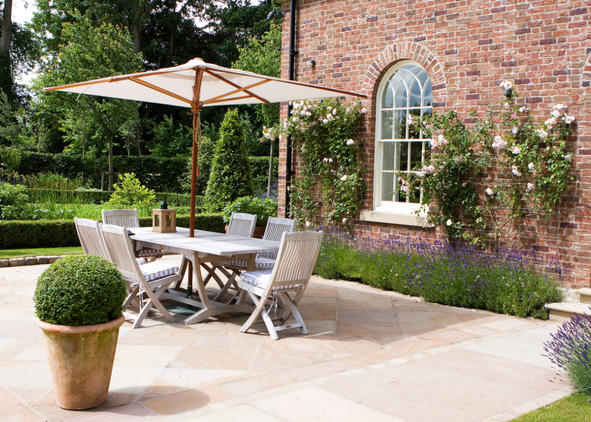 A Stately-Style Home Garden by Barnes Walker