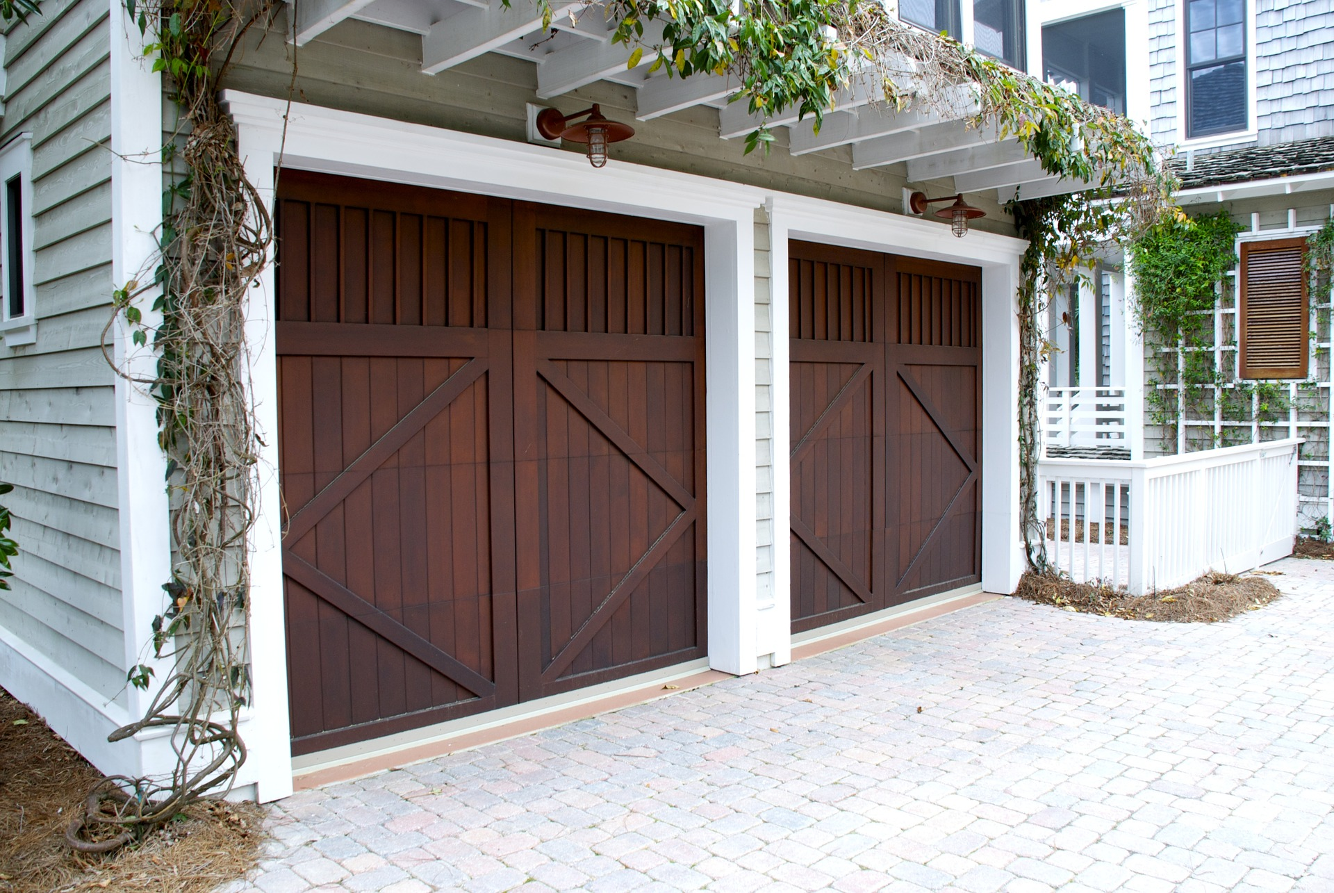 4 reasons why your garage door can come off its tracks
