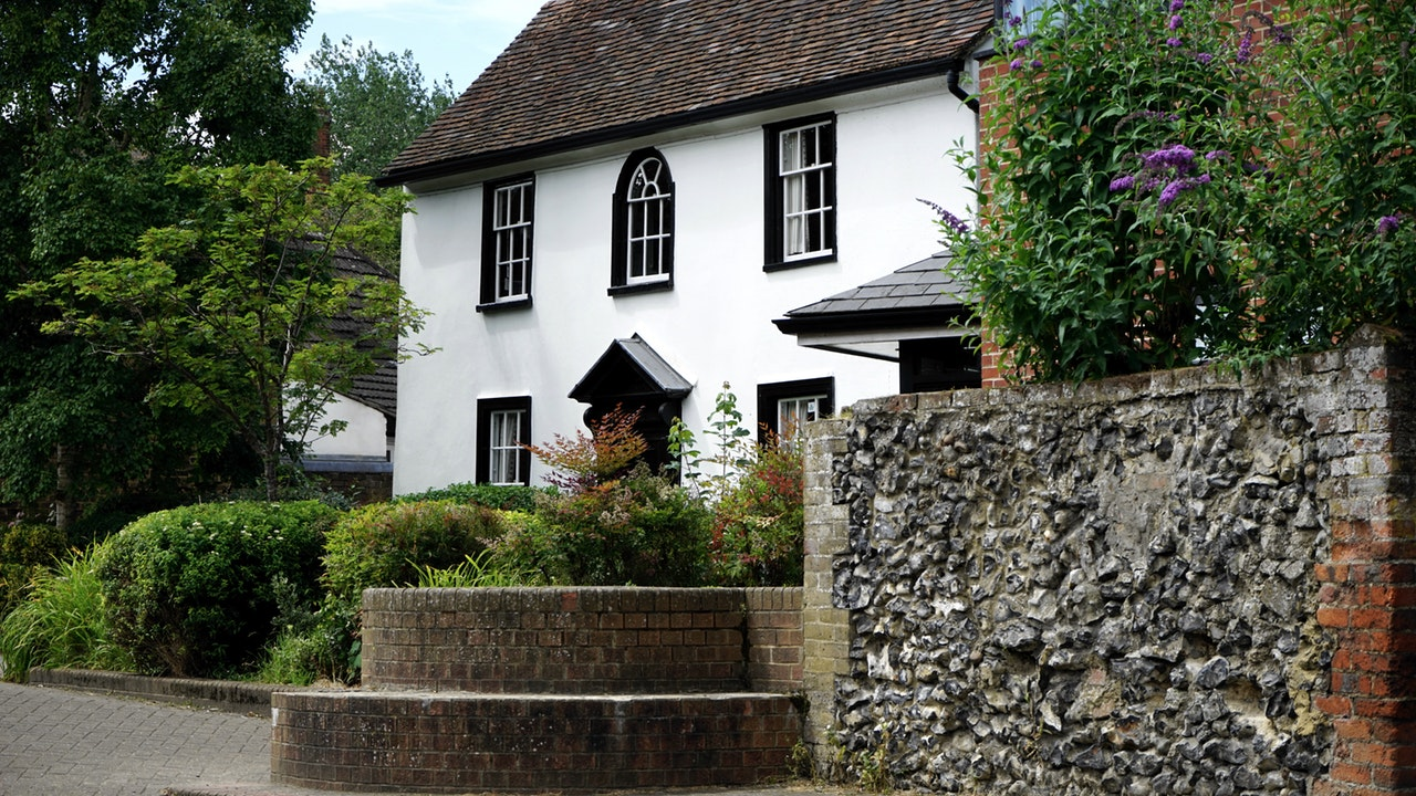 How to Maximise Your Budget When Upsizing to a Detached Property