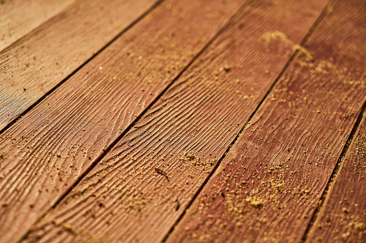 Laminate or Solid Hardwood Flooring? Here's All You Need to Know